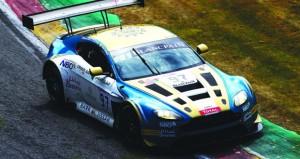 فريق عمان لسباقات السيارات يطمح لمنصة التتويج في أطول سباقات بلانك بان للتحمل