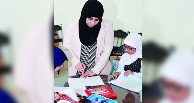 """اختتام دورة""""الرسم والخط العربي""""بجمعية المرأة العمانية في مسقط"""