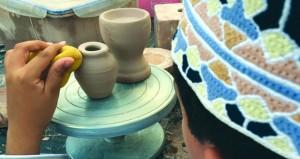 حلقة تدريبية للأطفال حول فنون الخزف وصناعة الفخار ببهلاء