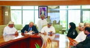السلطنة توقع اتفاقية الترخيص الحكومي الموحد لبرامج نظم المعلومات الجغرافية