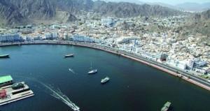 مراكز ومحلات تجارية بأسماء مدن وهويات غير عمانية