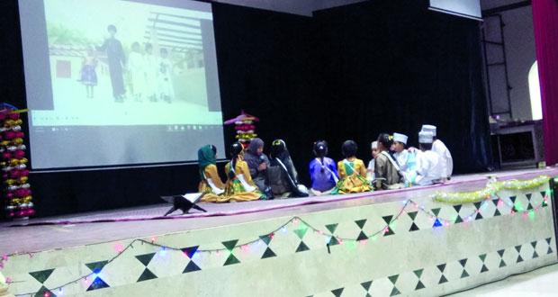 تكريم المشاركات في مسابقة القرآن للأمهات الرستاق