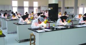 (24421) عدد الطلبة المقبولين بمؤسسات التعليم العالي داخل السلطنة وخارجها للعام الأكاديمي (2017 /2018م)