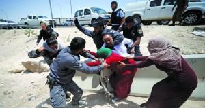 الفلسطينيون يحذرون من تفاقم عجز الموازنة باقتطاع الاحتلال أموال من الضرائب