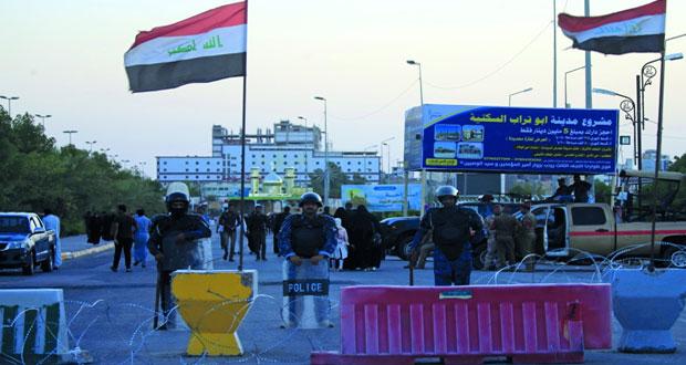 8 قتلى و60 جريحا باحتجاجات العراق .. والحكومة تعد بتحسين الخدمات