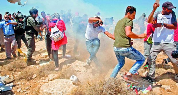 الاحتلال يغلق (الخان الأحمر) ويعتزم الهدم خلال أيام