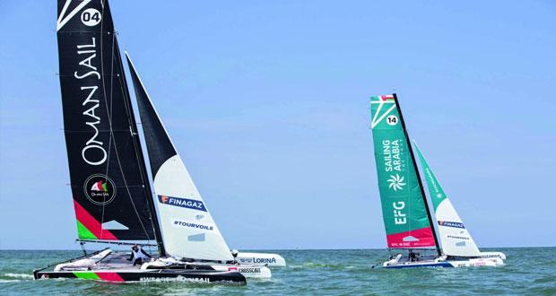 فريق عُمان للإبحار يحقق المركز الثالث في الجولة الأولى لسباق الطواف الفرنسي للإبحار الشراعي