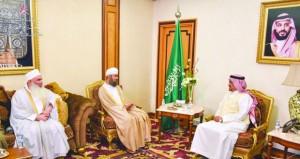 رئيس بعثة الحج العمانية يلتقي بوزير الحج والعمرة السعودي