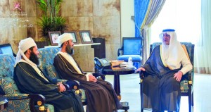 أمير مكة المكرمة يستقبل رئيس بعثة الحج العمانية
