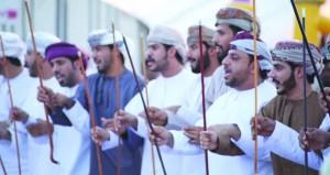 عبري تستعرض موروثاتها التقليدية والحضارية في فعاليات ومظاهر العيد