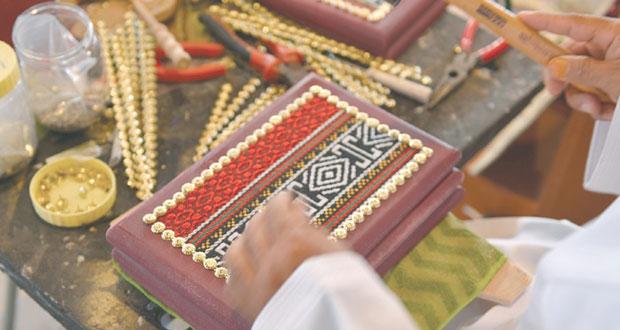 الصناعات الحرفية تواصل جهودها في دعم وتعزيز صناعة الحرف العمانية
