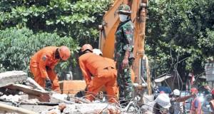عدد ضحايا زلزال إندونيسيا يتخطون 300 .. وهزة ارتدادية تثير الذعر