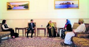 """بحث التعاون الثنائي بين جامعة السلطان قابوس و"""" الصحة العالمية"""""""