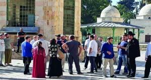 83 مستوطنًا يدنسون باحات (الأقصى)