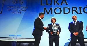 """مودريتش يتوج موسمه بجائزة """"لاعب العام"""" في أوروبا"""