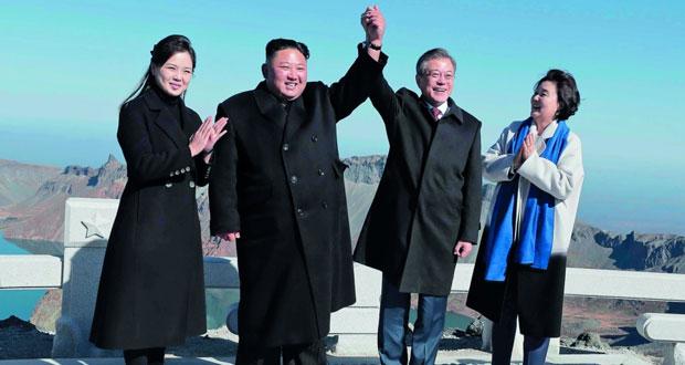 بعد ختام قمتهما .. الزعيمان الكوريان يستعرضان (الوحدة) على جبل بايكتو