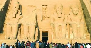 مصر .. تعامد الشمس على أعمدة معابد هابو غرب الأقصر فى يوم الاعتدال الخريفى