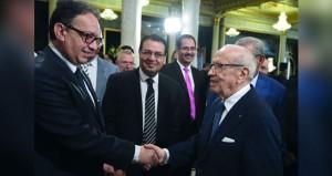 تونس: السبسي يدعو الشاهد إلى طلب الثقة من البرلمان