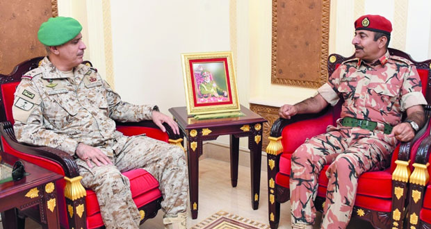 قائد الجيش السلطاني العماني يستقبل قائد قوات درع الجزيرة المشتركة