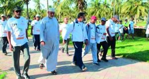 مشاركة واسعة وحضور مميز في يوم المشي بصلالة