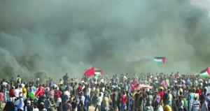 عشرات الفلسطينيون يشاركون في مسيرة منددة بقرار هدم الخان الأحمر