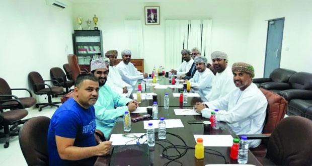 رئيس الاتحاد العماني للسباحة يلتقي ورؤساء وممثلي أندية محافظة الداخلية