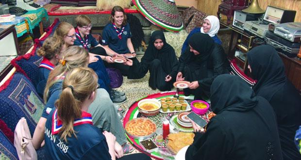 وفد جمعية مرشدات المملكة المتحدة يتعرف على الشواهد التاريخية لمحافظة مسندم