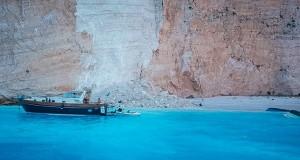منظر عام يوضح شاطئ نافاجيو بعد انهيار صخري في جزيرة زاكينثوس باليونان رويترز