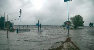 (فلورنس) يغمر ولايتي نورث وساوث كارولاينا الأميركتين بأمطار غزيرة وفيضانات