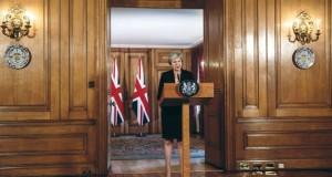 """الإعلام البريطاني: خطة ماي للانسحاب من (الأوروبي) تنهار بعد """"مذلة"""""""