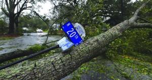 5 وفيات وسكان عالقون بعد وصول الإعصار فلورنس إلى الولايات المتحدة
