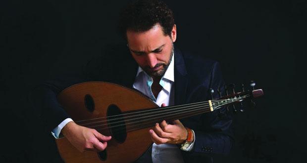 نصير شمّة يعزف على عوده الشهير في دار الأوبرا السلطانية