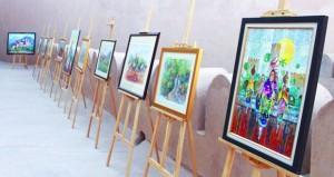 معرض فني يقدم مفردات وتاريخ عُمان بقلعة نـزوى