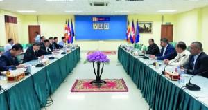 الوفد التجاري لفرع الغرفة بجنوب الباطنة يختتم زيارته لكمبوديا