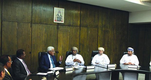 """""""المركزي العماني"""" و""""المركزي السيرلانكي"""" يستعرضان أوجه التعاون القائمة بين الجانبين"""