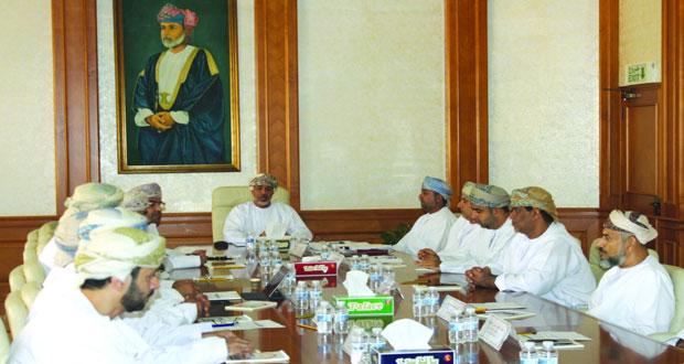 اللجنة الفنية بالإسكان تستعرض عدداً من المشاريع والمخططات