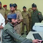 الوزير المسؤول عن شؤون الدفاع يزور قاعدة مصيرة الجوية