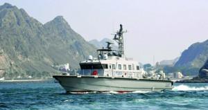 الشرطة تعزز قوتها البحرية وتفرض السيطرة الأمنية في السواحل العمانية