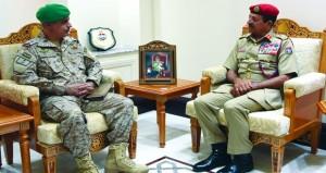 رئيس أركان قوات السلطان المسلحة يستقبل قائد قوات درع الجزيرة المشتركة