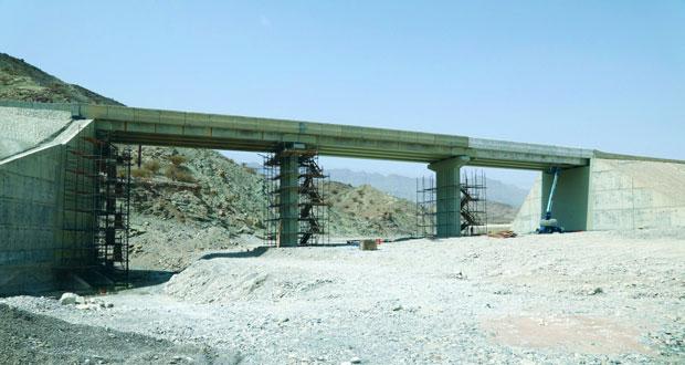 افتتاح الحركة المرورية على جسر وادي السرين بالعامرات