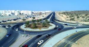بلدية مسقط تواصل تنفيذ عدد من الطرق الداخلية بولايات المحافظة