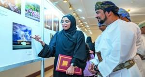 الجمعية العمانية للتصوير الضوئي تحتفي بالإنجازات وتكرّم المصورين الفائزين في مسابقة بينالي الفياب للشباب التاسع والثلاثين