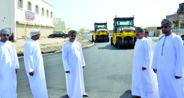 وزير البلديات يتابع الخدمات والمشاريع البلدية والمائية بجنوب الباطنة