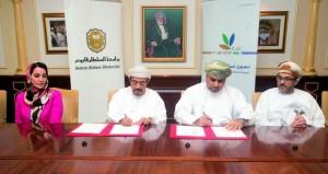 """جامعة السلطان قابوس و(بيئة) توقعان برنامج تعاون لإنشاء مركز إعادة الاستخدام لـ""""النفايات"""""""