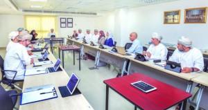 المجلس التنفيذي الثالث للمجلس العماني للاختصاصات الطبية يناقش نتائج امتحانات نهاية السنة الأكاديمية