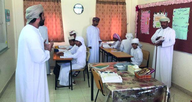 وكيل التربية للتخطيط التربوي يتابع سير العملية التعليمية بمدارس البريمي