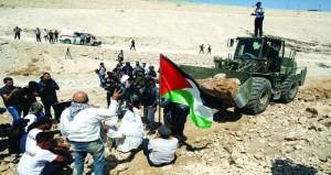 الفلسطينيون يرفضون مهلة هدم مساكنهم بـ(الخان الأحمر)