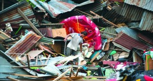 إندونيسيا: مصرع المئات في زلزال أعقبه سونامي .. وانهيار جسر تاريخي