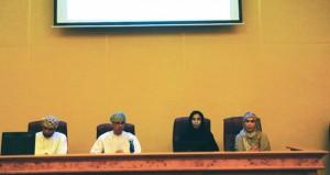 لجنة الرياضة المدرسية بمسقط تستعرض تحسين أداء النشاط الرياضي وآلية تطويرها