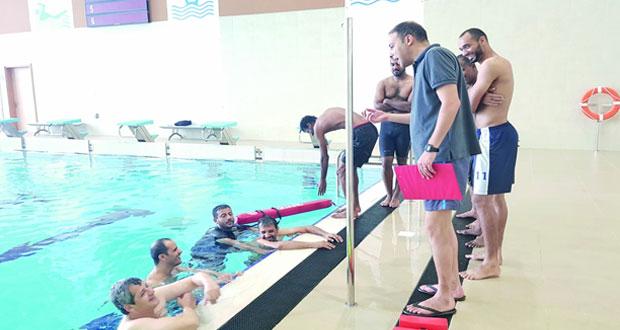 اختتام دورة الإنقاذ المائي بمجمع السلطان قابوس الشبابي للثقافة والترفيه